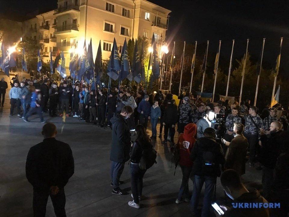 В Украине начались массовые протесты из-за подписания «формулы Штайнмайера»