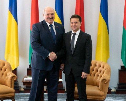 Лукашенко заявил, что Зеленского «забросали камнями» и бросили наедине с РФ