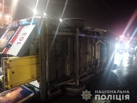 В Харькове «скорая» попала в ДТП, есть пострадавшие