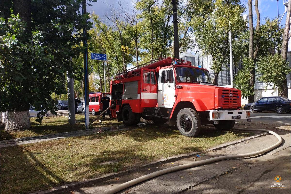 У Тернополі спалахнула потужна пожежа: фото та відео з місця НП