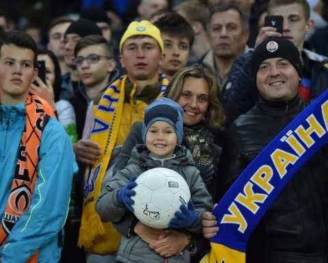 Збірна України провела відкрите тренування в Харкові: прийшло 5 тисяч фанів