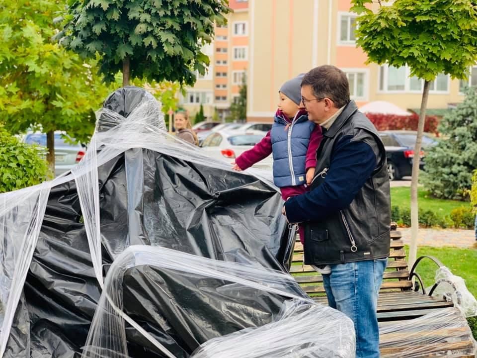 Под Киевом открыли памятник Кузьме Скрябину: как он выглядит