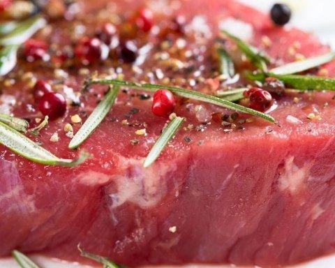 Диетологи рассказали, какое мясо вредит организму сильнее всего