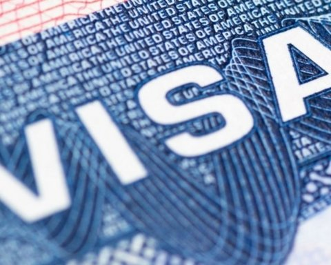 Выдачу американских виз радикально усложнили: кого не пустят в США
