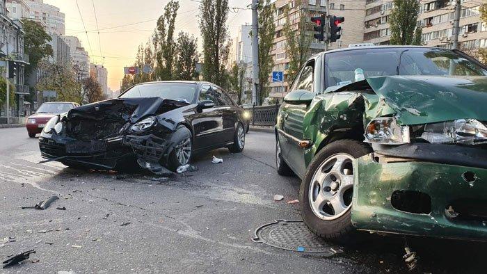 В центре Киева произошло ДТП, есть пострадавшие