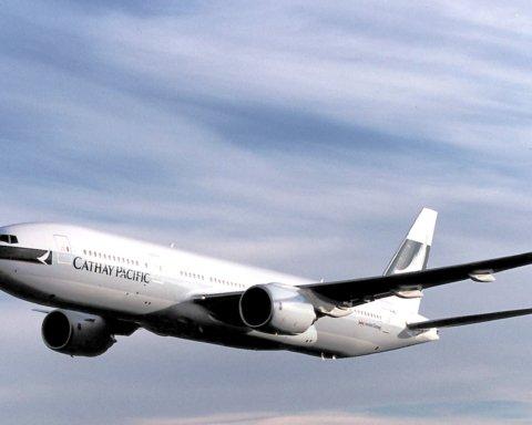 Загорівся двигун: з Boeing 777 стався моторошний інцидент в повітрі