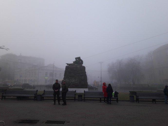 Густой туман накрыл Киев: спасатели предупредили об опасности
