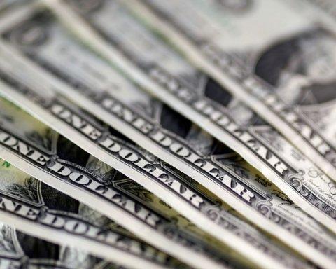Наближається до позначки в 23 гривні: що відбувається з курсом долара