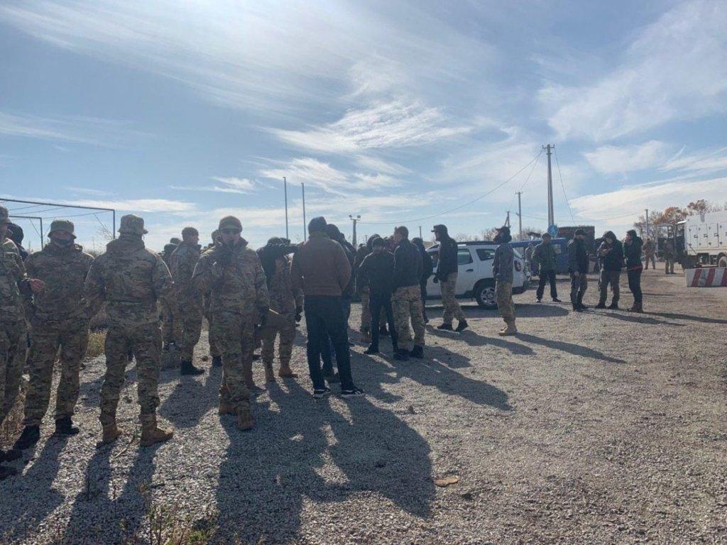 На Донбасі ветерани АТО побилися з поліцією: все потрапило на фото