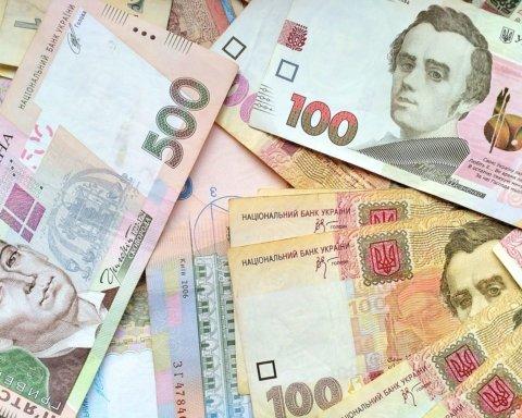 Кабмін порізав зарплати українських міністрів: скільки тепер платитимуть
