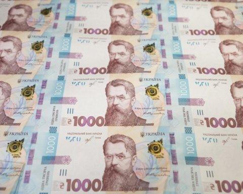 """Кабмін може відновити виплати """"карантинних"""" 8 тисяч: озвучено умову"""