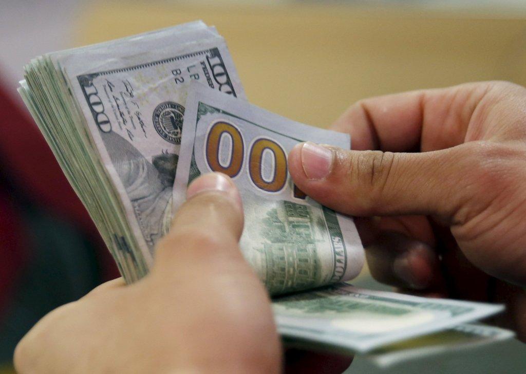 Копи, прикордонники, податківці: у ДБР розповіли, хто частіше бере хабара