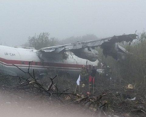 Авіакатастрофа під Львовом: з'явилась інформація про стан врятованих
