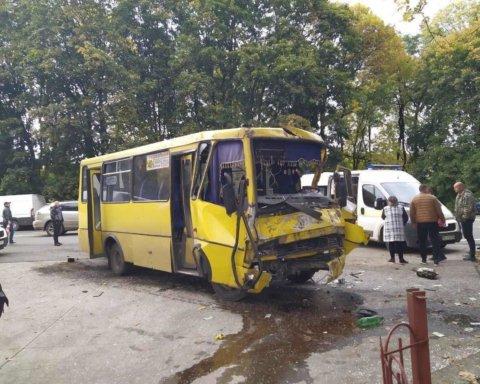 Во Львове произошла жуткая ДТП с маршрутками, много пострадавших