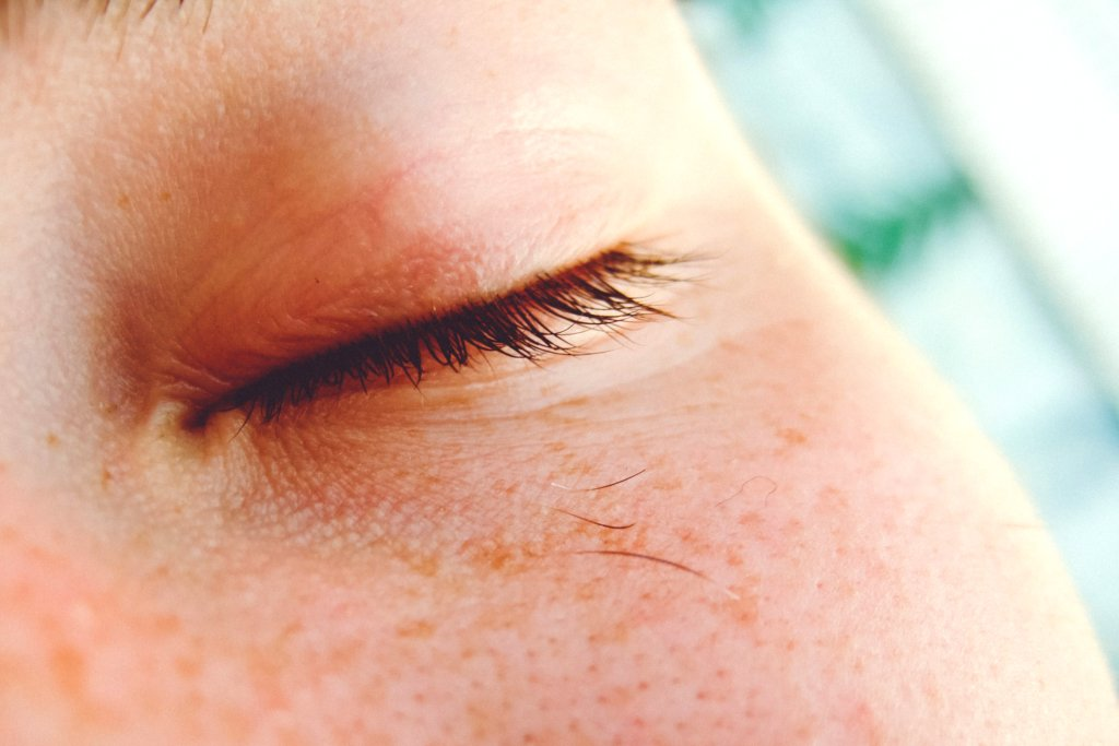 Лікар розповів про небезпеку ока, що «смикається»