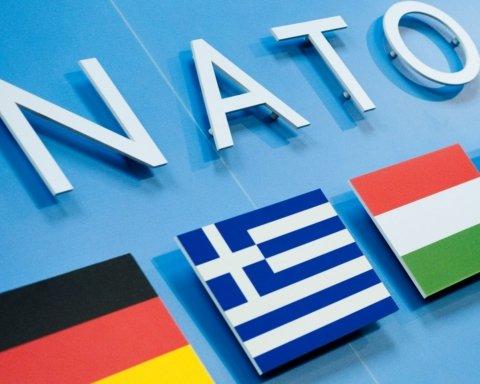 """НАТО схвалила підписання """"формули Штайнмаєра"""" Україною"""
