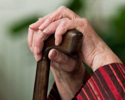Карантин в Україні: пенсіонерам доставлятимуть ліки та продукти