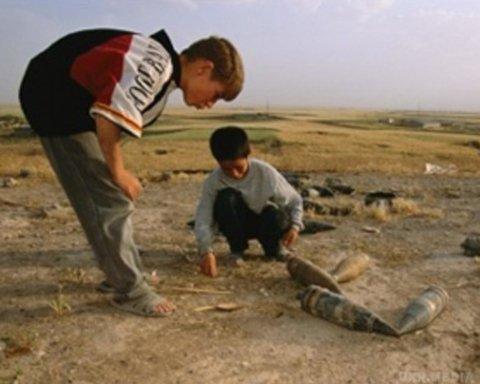 На Закарпатті підірвалися діти, які гралися вибухівкою: жахливі подробиці