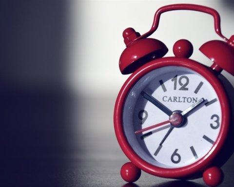 Переход на зимнее время в Украине: когда переводят часы