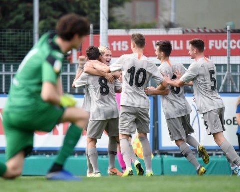 Незвичне виконання пенальті від гравців Шахтаря в матчі Юнацької Ліги УЄФА