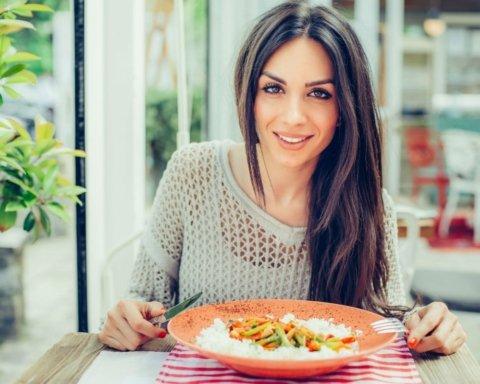 Які продукти в жодному разі не можна їсти натщесерце: список