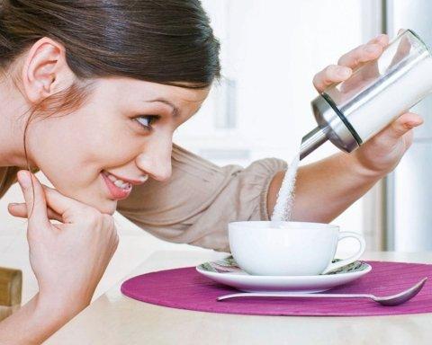Почему во время диеты нельзя отказываться от сахара: медики