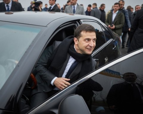 Зеленський за кермом Tesla поспілкувався з українцями: про що говорив президент