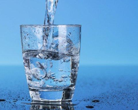Диета на воде: назван простой способ избавления от лишних килограммов