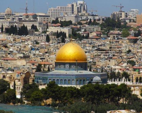 Израиль полностью победил COVID-19: из карантинных ограничений остались только маски