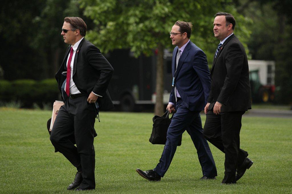 Импичмент Трампа: Белый дом запретил давать показания лицу, которое слышало разговор президентов