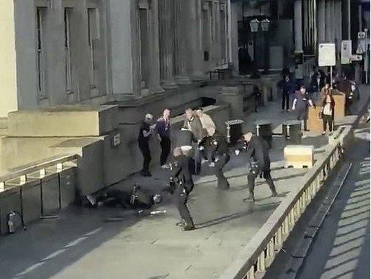Смертельна різанина у центрі Лондона: всі подробиці, фото та відео