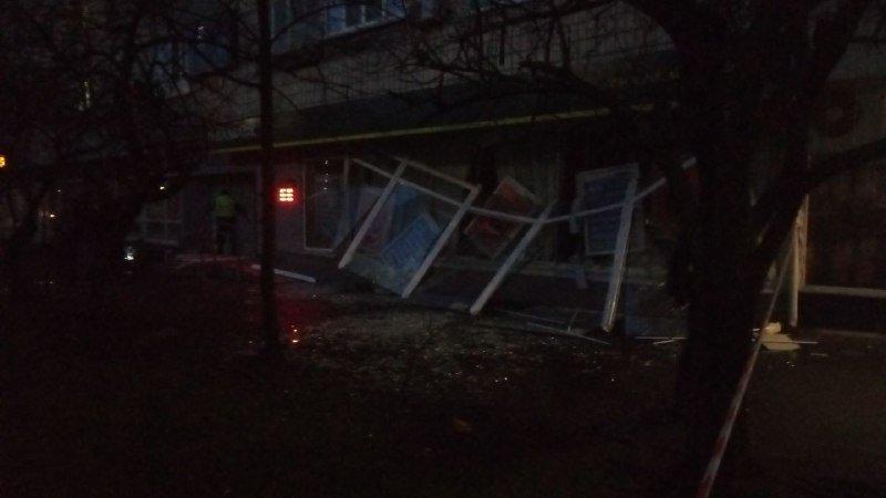 В Киеве взорвали отделение «Ощадбанка»: первые кадры с места происшествия