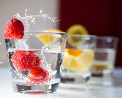 Пить и худеть: медики посоветовали напитки, которые сожгут лишние килограммы