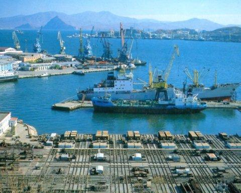 В російському порту вибухнув танкер, є жертви