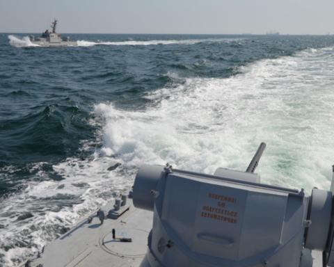 Повернення захоплених Росією українських кораблів: фото, відео та всі подробиці