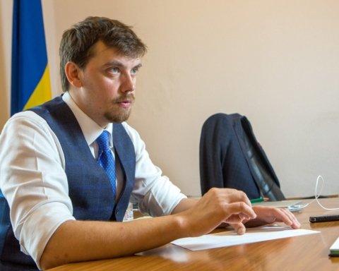 Украина задолжала миру сотни миллиардов гривен: Гончарук озвучил проблему