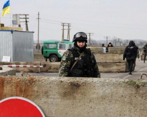 Розведення сил: у Золотому з'явився російський прапор та депутат Держдуми РФ