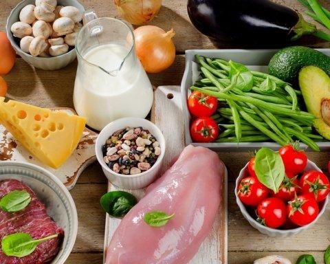 Ці продукти вбивають ваше здоров'я: що потрібно викинути з холодильника