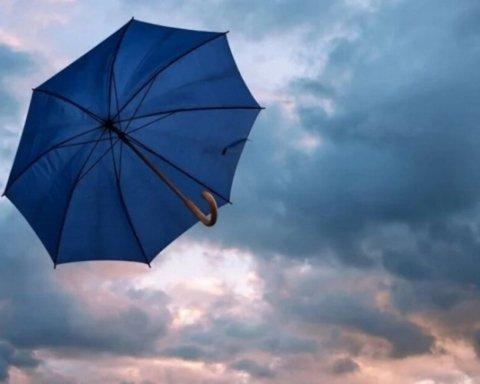 Грядет опасность: в Киеве объявили штормовое предупреждение