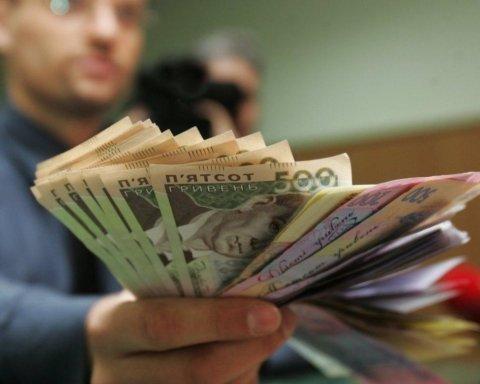 Зарплати будуть: учителям та медикам повідомили хорошу новину