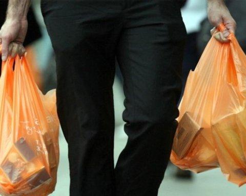 Запрет пластиковых пакетов в Украине: что нужно знать