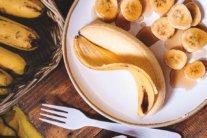 Почему нельзя есть бананы и каши: медики объяснили опасность