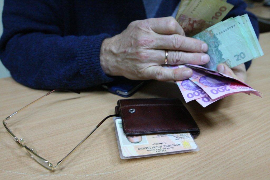 Миллиарды гривен: сколько надо зарабатывать для достойной пенсии