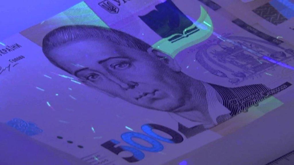 Фальшивые деньги: в полиции рассказали, как распознать подделку
