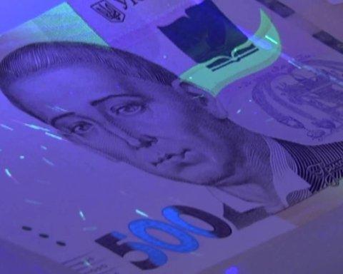 Фальшиві гроші: в поліції розповіли, як впізнати підробку