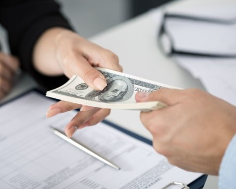 Атака коллекторов: эксперты рассказали, как правильно брать в долг