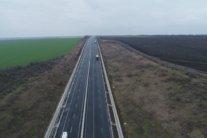 Корупційна годівниця: Українці просять Зеленського розігнати Укравтодор