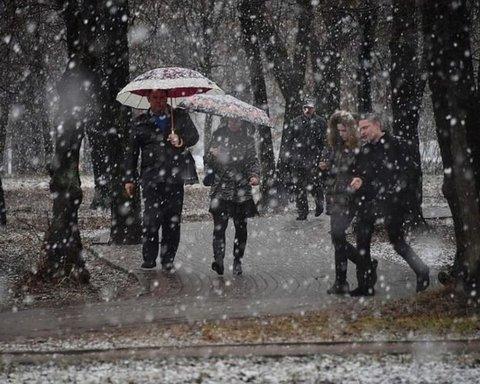 Сніг та дощі: з'явився прогноз погоди на тиждень в Україні