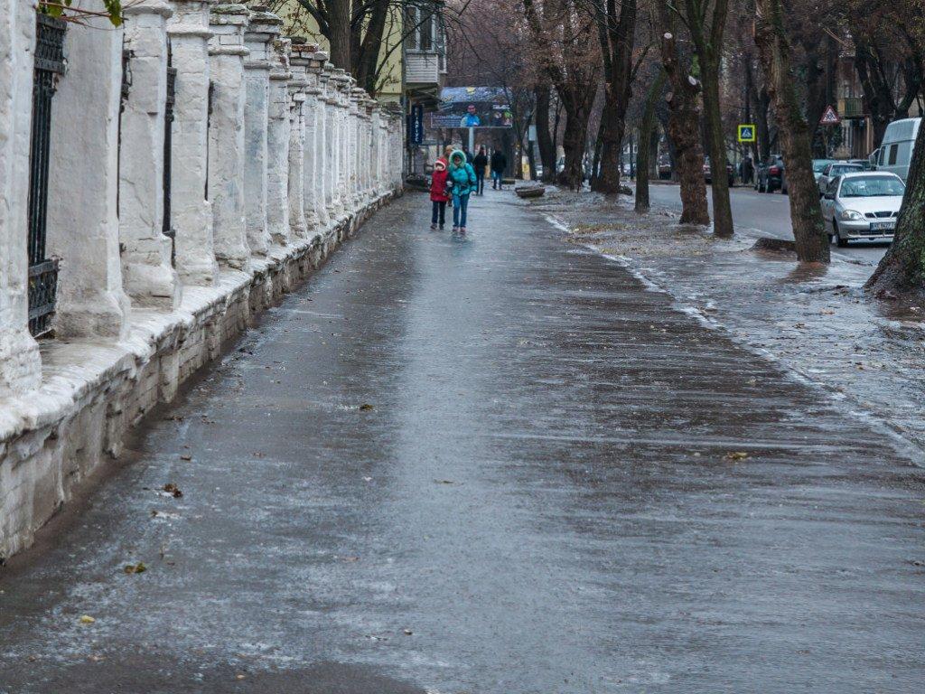 Мокрий сніг та ожеледь: з'явився прогноз погоди на вихідні