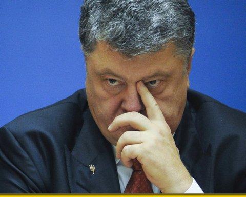 Украинцы массово выступают за снятие неприкосновенности с Петра Порошенко